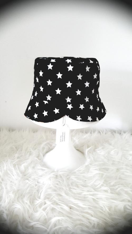 """Oboustranný klobouček ,,Kníry a hvězdy\"""""""