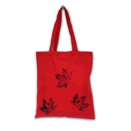 Červená taška s černými listy