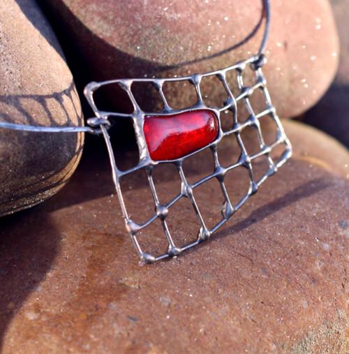 kovový šperk s fusingovým sklem