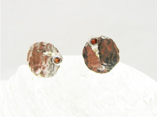 Granát v prasklině