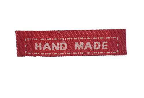 Červený textilní štítek s nápisem HAND MADE 10 Ks