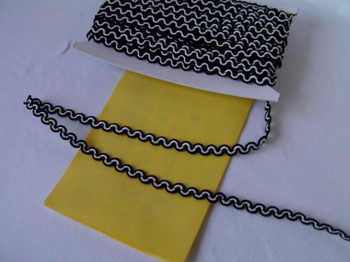 oděvní prýmek -cena za 1 metr