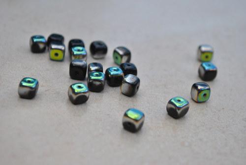 Černé kostičky s pokovem 5/7 mm, 20 ks
