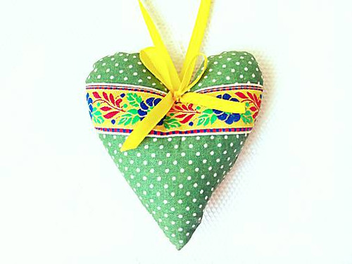 Folklore heart (green/yellow/dots)