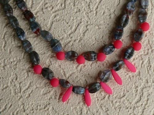 náhrdelník dvouřadý - neonová růžová s UV faktorem