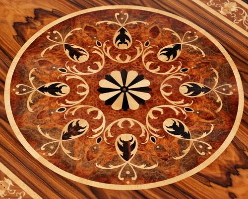 Barokní intarzovaný stůl