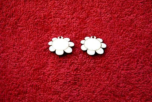 2d výřez naušnice květina v.1,7x2,3cm