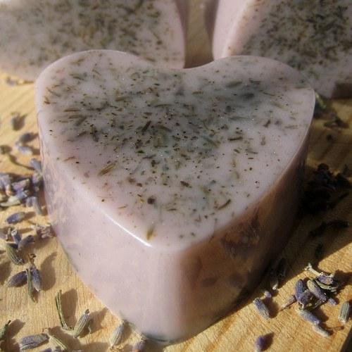 levandulové s kozím mlékem a květy levandule