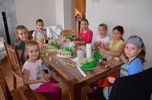 zdobení dortu pro maminky s dětmi