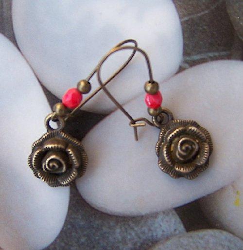 Bronzové náušnice růžičky 2