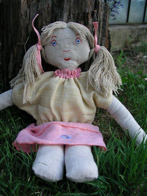 Meruňka -  látková panenka ze 100% lnu