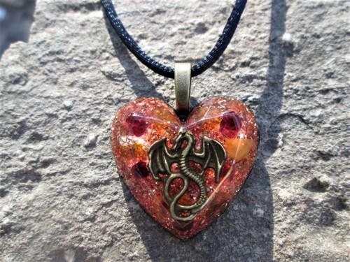 "Org. šperk ,, Dračího srdce \"" s jantary, granáty"