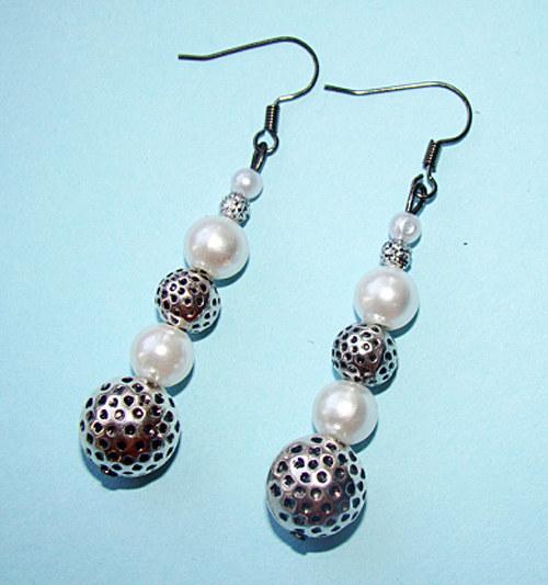 341. náušnice - perly a kovové korálky