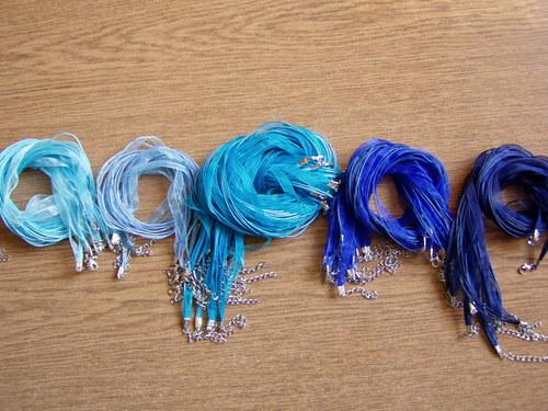 Organza stuha -závěs na náhrdelník královská modrá