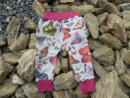 Turky - motýli na šedém melé, fuchsiové náplety