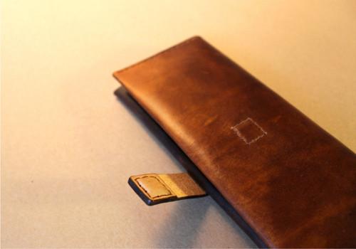 Dámská kožená peněženka s magnetem a kapsou na zip