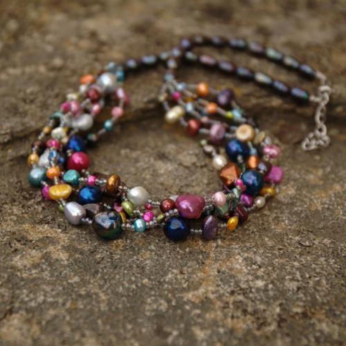 Pestrý perlový náhrdelník, chir. ocel