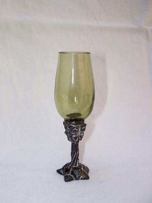 likérová sklenička se secesním motivem