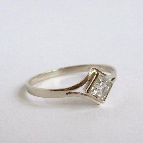 Zasněná (prsten z bílého zlata)