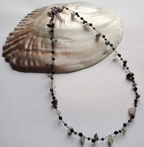 Elegantní náhrdelník z minerálu turmalín v křišťál