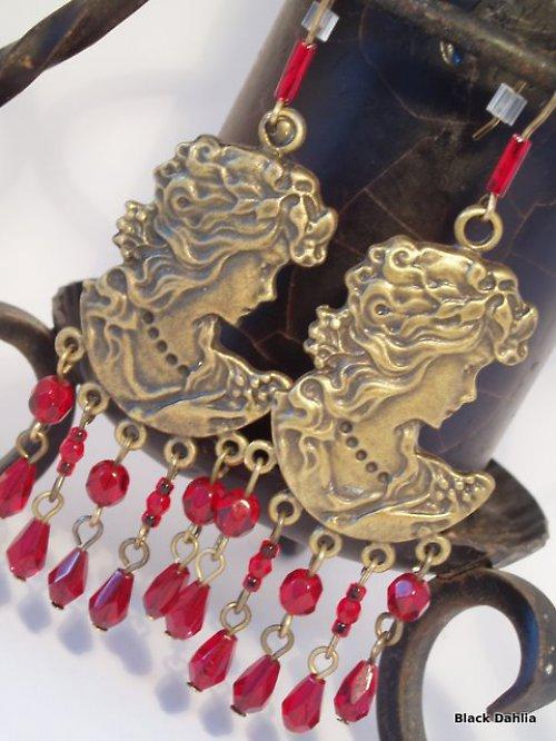 Old Gold: Vintage Ladies
