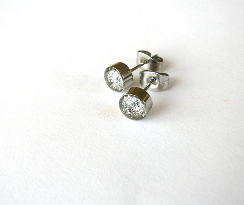 Stříbrný třpyt... 6mm z chirurgické oceli