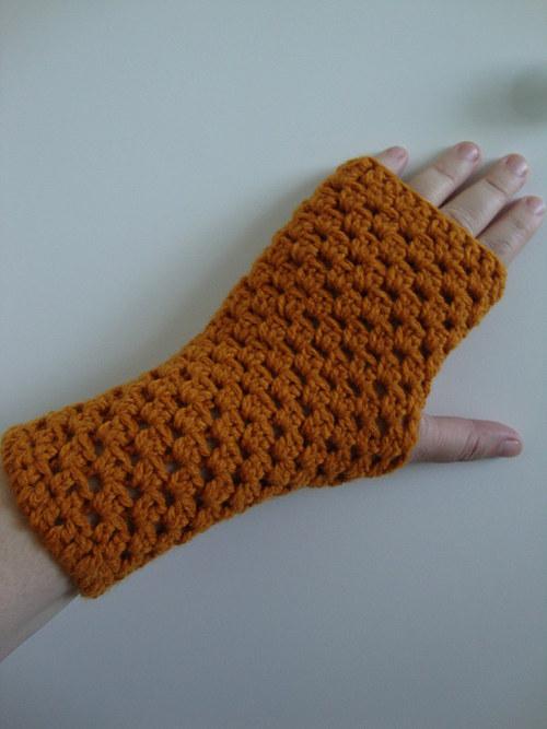 Bezprstové rukavice okrové