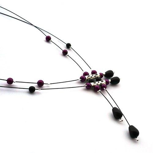 Černofialovorůžový déšť na černém - náhrdelník