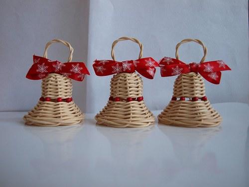 Vánoční zvonečky s červenými korálky
