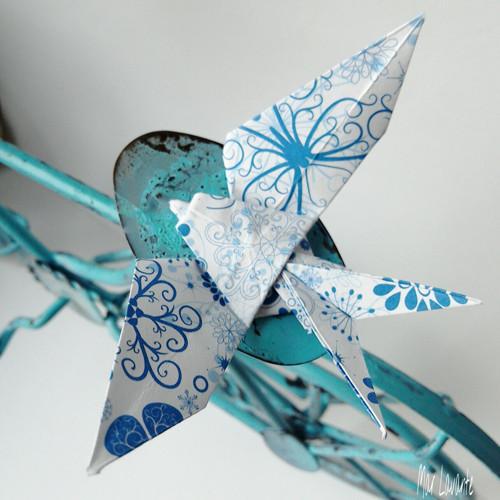 Origami brož papírová vlaštovka mrazivá