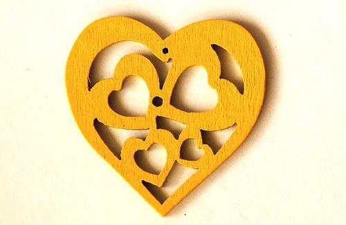 dřevěná srdíčka- žlutá