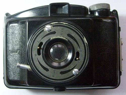 * Fotoaparát * DUFA - PIONÝR * bakelit * 6x6 cm *