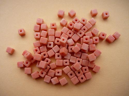 Korálky - oranžové kostičky (50ks)