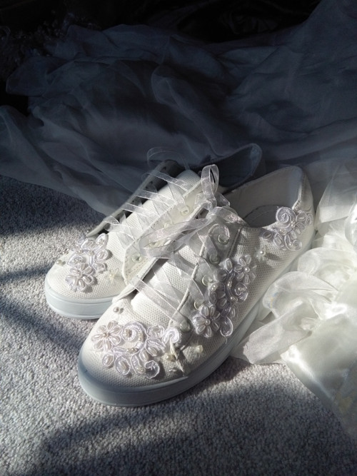 svatební tenisky bílá krajka