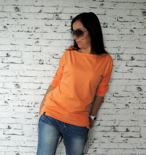 Volnější téčkové triko jemně oranžové...L-XL