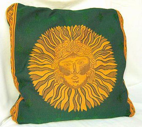 Polštář zelený plněný špaldo.slupkami, vzor slunce