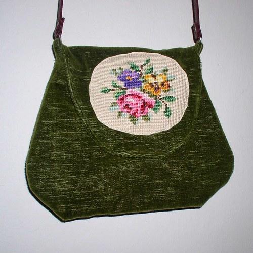 Zelená kabelka s růžemi