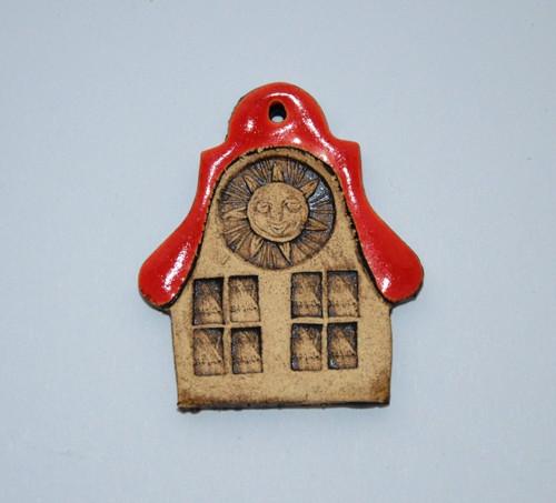 Domeček s červenou střechou