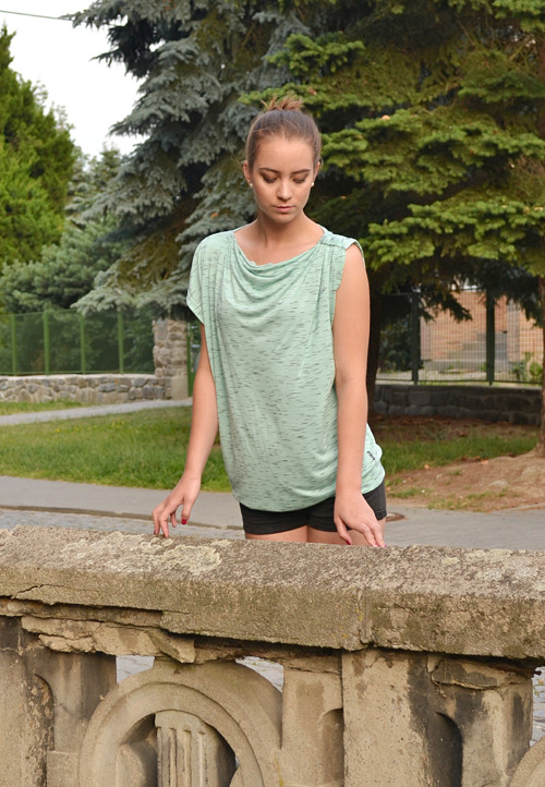 Oversize asymmetric top (green lily)