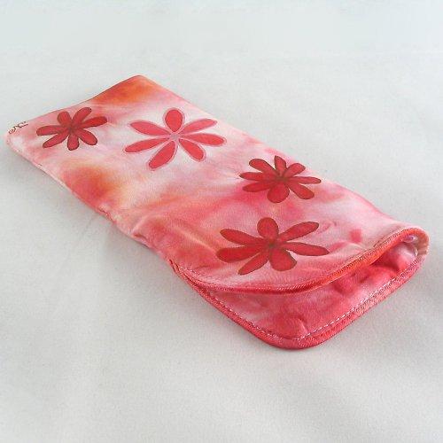 Červeno-malinové pouzdro na brýle s kytičkami