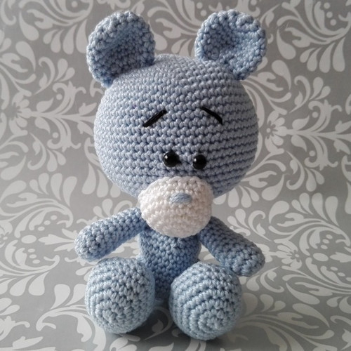 Háčkovaný medvídek Modrásek