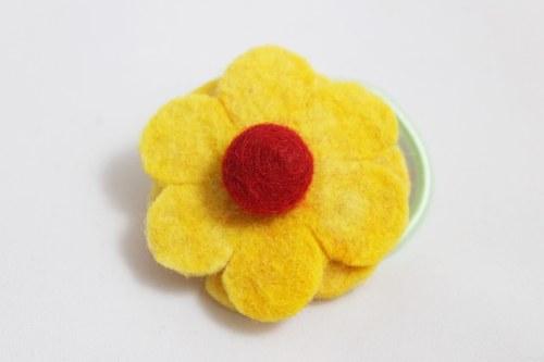 Květina z ovčí vlny do vlasů - žlutá
