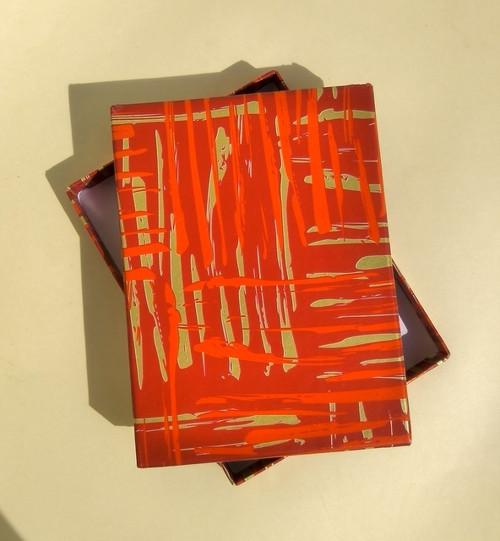 krabička HONZA - červená se šmouhami