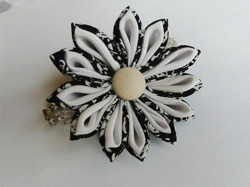 Květinová sponka černo bílá