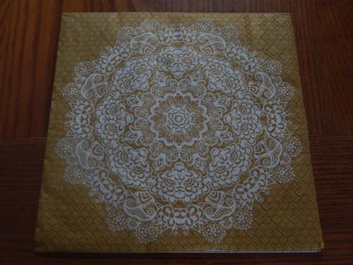 Ubrousek na decoupage - květina na zlatém