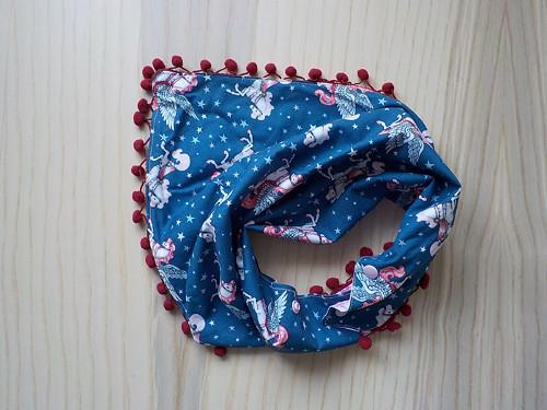 Šátek s bambulema - pegas / rose