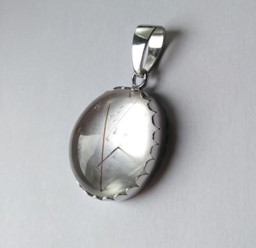 Stříbrný přívěs s křišťálem s vrostlicemi