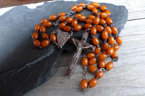 Modlitba u šípkového keře... starožitný růženec
