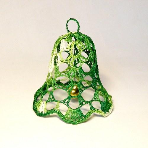Zelený háčkovaný zvoneček