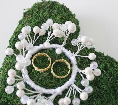 Mechově pod svatební prstýnky, SRDCE s korunkou